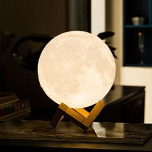 LAMPA VE TVARU MĚSÍCE